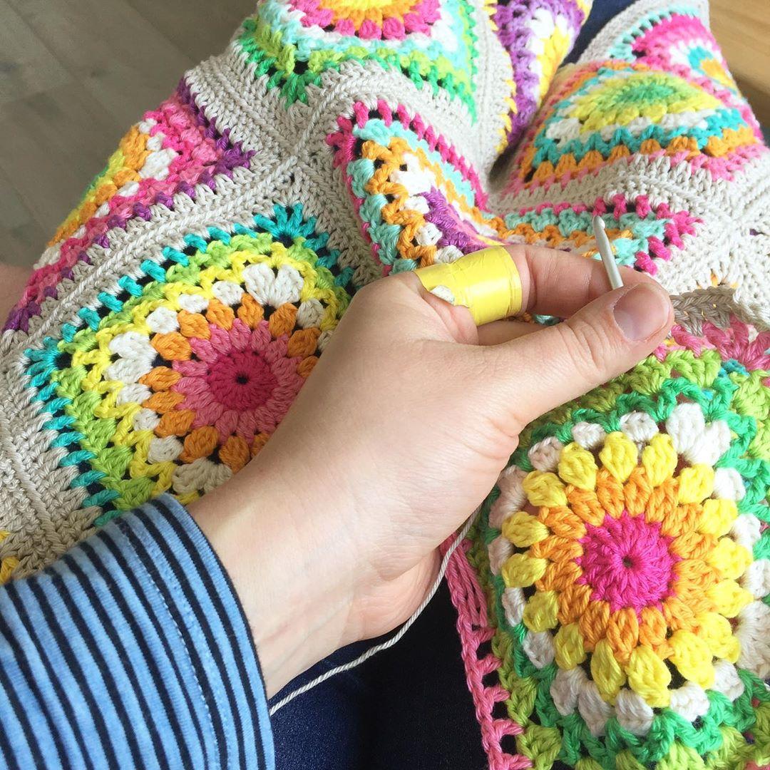 8-rainbow-crochet-blanket-patterns-for-new-2019